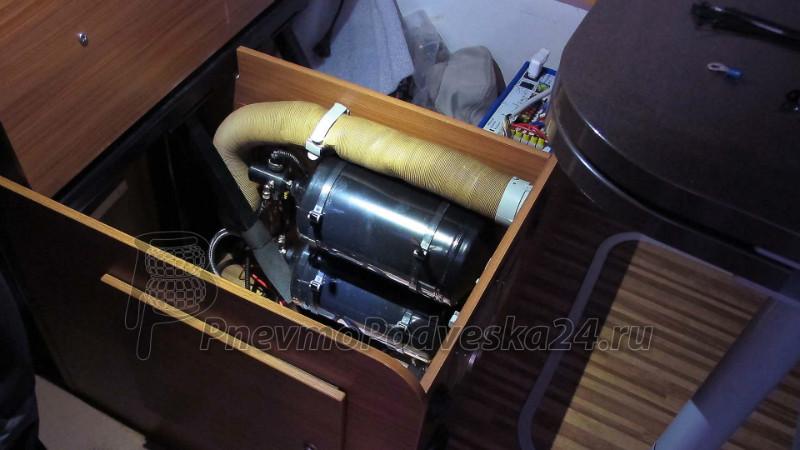 Ящик для компрессора и ресивера в Автодоме (Кэмпере).