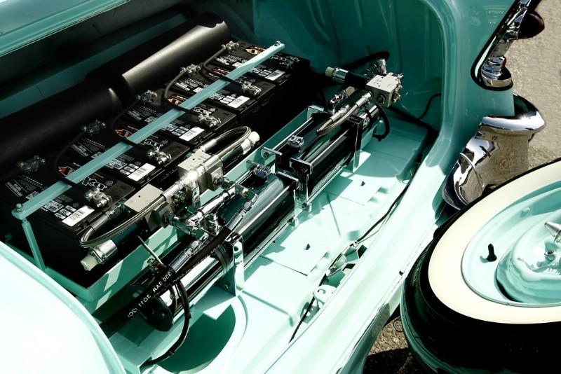 Аккумуляторы в багажнике LowRide